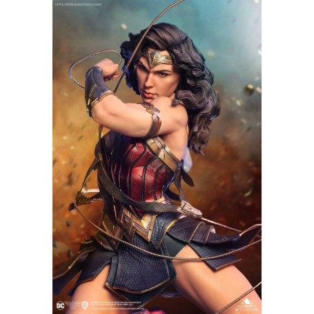 Queen Studios - DC Comics Wonder Woman 1:4 Scale Statue